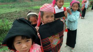Các em nhỏ vùng cao miền Bắc Việt Nam