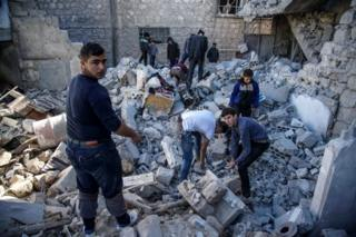İdlib'de hava saldırısı düzenlenen pazar alanı