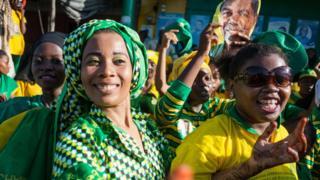 Wafuasi wa chama cha CCM wakati wa uchaguzi wa marudio Zanzibar mwaka jana 21 Machi baada ya Ali Mohamed Shein kutangazwa mshindi
