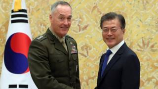 ABD Genelkurmay Başkanı Joseph Dunford ve Güney Kore Cumhurbaşkanı Moon Jae-in
