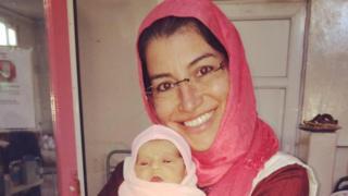 Liliana Mesquita em uma maternidade no Afeganistão