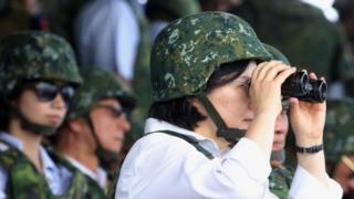 图为台湾总统蔡英文以三军统帅身分视导汉光演习(资料照片)。