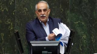 Iranian economy minister Masoud Karbasian defends himself in parliament in Tehran, 26 August 2018