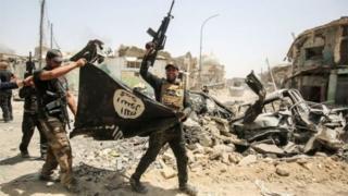 """伊拉克政府宣佈,經過9個月的戰鬥,政府軍收復被""""伊斯蘭國""""佔領3年的北部城市摩蘇爾。"""
