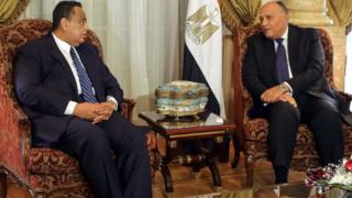 Le ministre égyptien des Affaires étrangères, Sameh Shoukry (D) et son homologue soudanais Ibrahim Ghandour, au Caire.