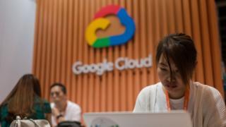 谷歌是首家美国政府宣布禁令后,第一批限制自身与华为合作的公司。它的措施还令各地一些电讯商决定停止售卖华为的手机。