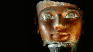 Escultura de la cabeza de Hatshepsut