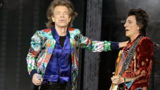 Sir Mick Jagger (l) and Ronnie Wood