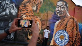 莱斯特城内一面把维猜描绘成泰国佛僧的街头壁画(28/10/2018)