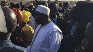 Adama Barrow ya isa Banjul.