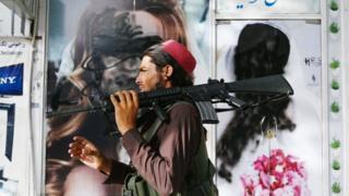Талибан Афганистанда бүт куралдарга ээ болуп калды