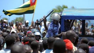 Protesters dey pursue police just before parliamentary election for September 25, 2012
