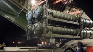 Mísseis antiaéreos russos S-300 entregues à Rússia