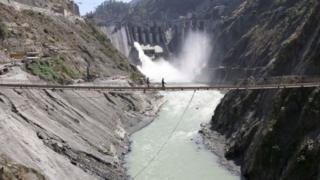 இந்தியா நிர்வாகத்தின் கீழ் இருக்கும் காஷ்மீரின் செனாப் ஆற்றில் 450 மெகாவாட் மின் உற்பத்தி திறன் கொண்ட பக்லிஹார் நீர் மின் திட்டம் 2008 ஆம் ஆண்டு செயல்படத் தொடங்கியது.