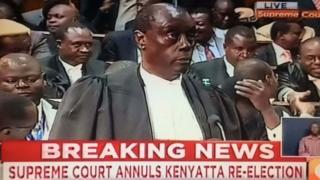 Le président de la Cour suprême du Kenya annonçant l'invalidation des résultats de la présidentielle du 8 août dernier