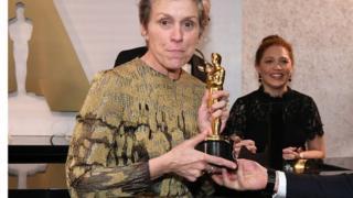 Frances McDormand ayaa heshay abaalmarinta Oscars 21 sano kadib teedii koowaad