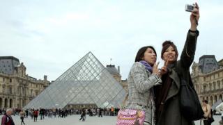В Париже у части японских туристов развивается реактивный психоз от того, что столица Франции совершенно не соответствует их ожиданиям - мечты рушатся