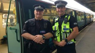 Insp Aled Davies (l) and Sgt Steve Dawkins (r)