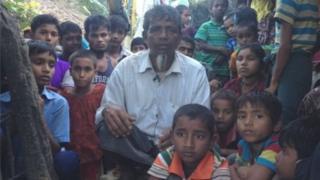 বাংলাদেশে পালিয়ে আসা একদল রোহিঙ্গা শরণার্থী