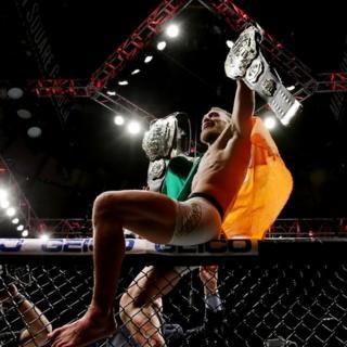 McGregor celebra su título mundial