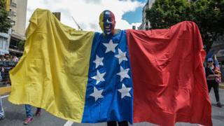 Maduro karşıtları Caracas'ta gösteri düzenledi.