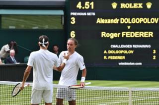 Dolgoplov se retiró en su encuentro ante Federer.