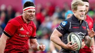 Scarlets scrum-half Aled Davies outpaces Munster captain Billy Holland at Thomond Park