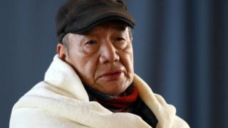 निवारागृहात आलेले एक जपानी ज्येष्ठ नागरिक