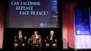 Шон Паркер и еще двое на какой-то конференции о новых технологиях