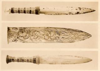 Print photograph of three daggers found on Tutankhamun's mummy