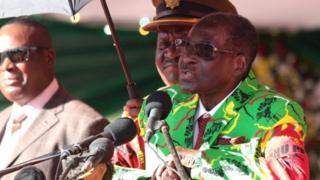 Robert Mugabe wuxu ku booriyey kuwa doonaya in hogaanka uga dambeeyaan in ay samraan
