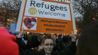 Активісти протестують під Білим домом проти нового указу Дональда Трампа про мігрантів