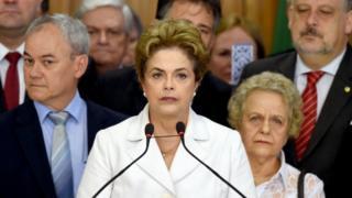 弾劾決議で職務停止処分となったルセフ大統領は、政府が「サボタージュされている」と国民に訴えた(12日)