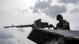 Nigeria soldier dey on top tank
