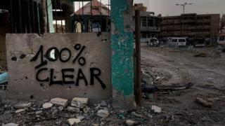 Investigación de la BBC: el pacto secreto que permitió a 250 combatientes de Estado Islámico escapar de Raqqa