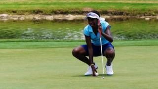 Georgia Oboh dey play golf for field.
