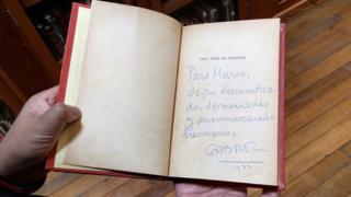 García Márquez firmó la dedicatoria como Gabriel y debajo solo puso el año: 1972