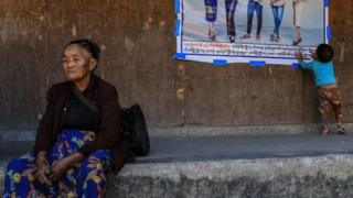 ဆန်ပြတ်လပ်နေတဲ့ ဝေကျိုင်ဒုက္ခသည်စခန်းမှာဆန်ဝေတာစောင့်ဆိုင်းသူများ