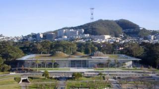 Thiết kế hấp dẫn của Viện Hàn Lâm Khoa Học California được xây dựng để thúc đẩy việc lưu thông không khí mát trong tòa nhà.