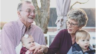 Avós com netos