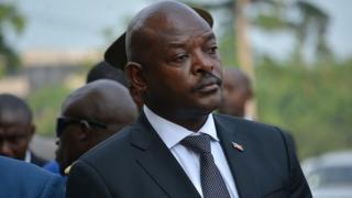 Au Burundi, gribouiller les photos du président Pierre Nkurunziza peut valoir une arrestation.