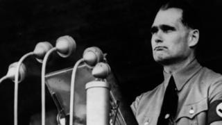 Рудольф Гесс выступает с речью в 1937 году