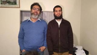 Las víctimas paquistaníes Naeem Rashid, de 50 años, y su hijo Talha de 21 años.