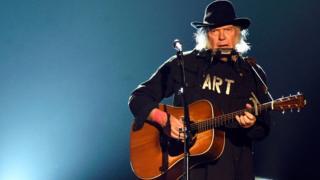 Le rocker Neil Young, ici en 2015 à Los Angeles lors d'un gala à l'honneur du musicien Bob Dylan.