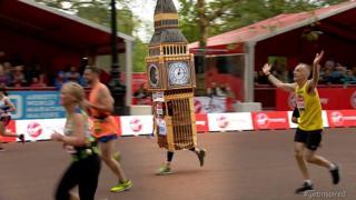 Лукас Бэйтс пробежал Лондонский марафон в костюме Биг Бена.