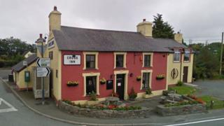 Rhos yr Hafod, Cross Inn
