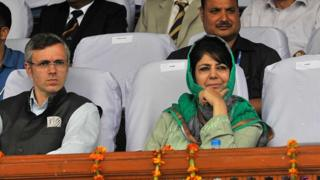 Omar Abdullah (left) and Mehbooba Mufti (right) at an event in Srinagar in 2015.