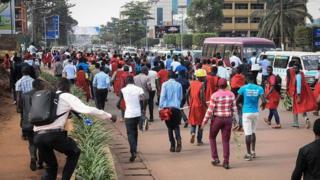 Students for Makerere University wey dey protest against plan to scrap presidential age limit for Uganda