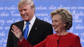 Le républicain Donald Trump (G) la démocrate Hillary Clinton le 26 septembre 2016
