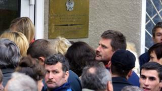 Очередь у посольства Польши в Минске